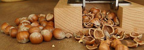 Piteba Spargatorul de nuci cu alune