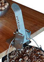 Piteba quebra-nozes em uma bancada